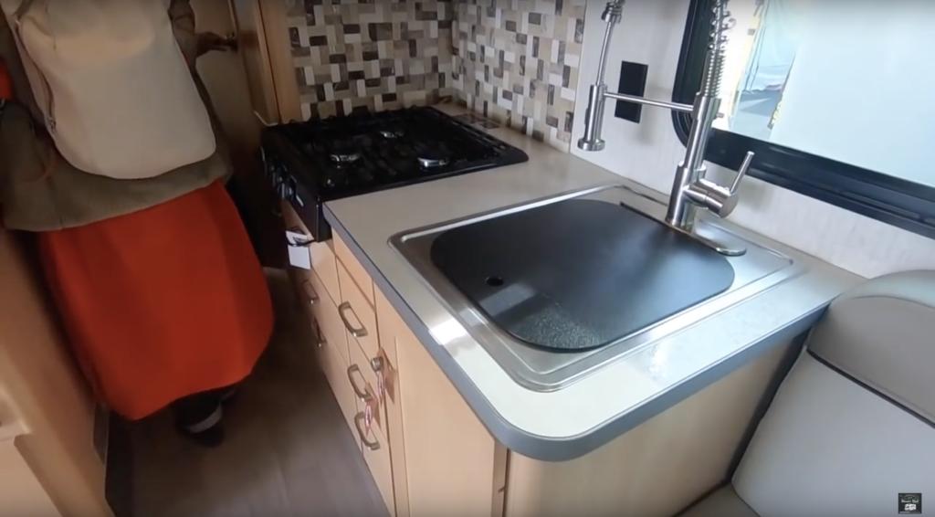 FUSE WF423Tのキッチンスペース