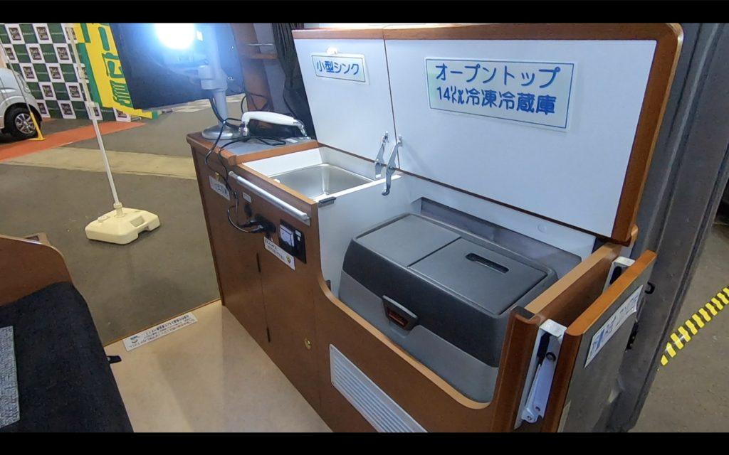 キャンピングカー広島社のカレントキャンパーピコのダイネット