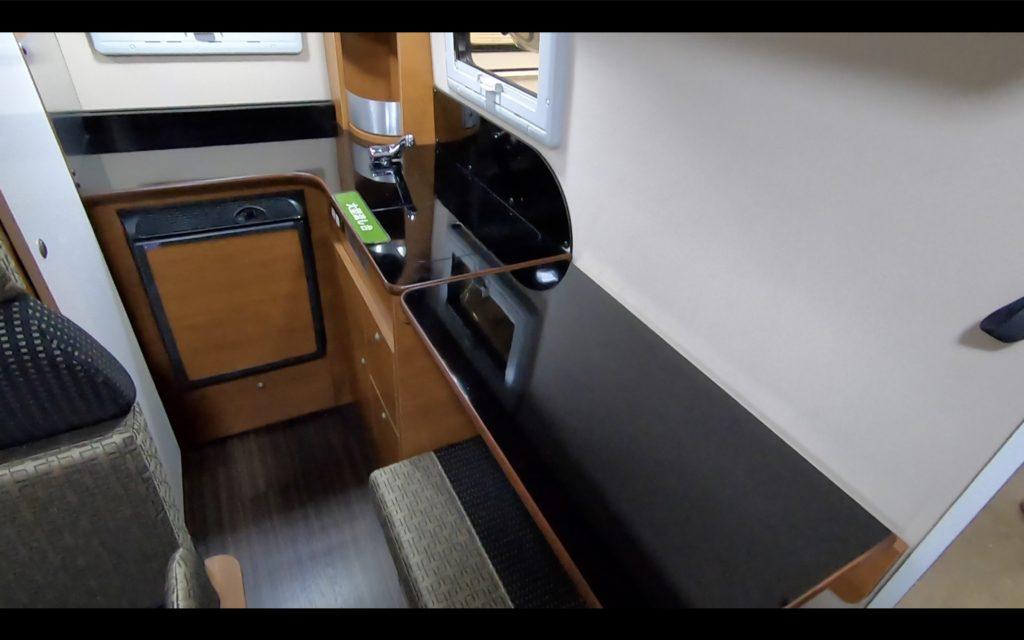 ロータスRV社のMAMBOW EXE(マンボウエグゼ)キッチン