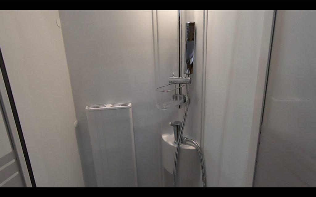 ADRIA(アドリア)社の「CORAL SUPREME670DL(コーラル シュプリーム670DL)」のシャワー