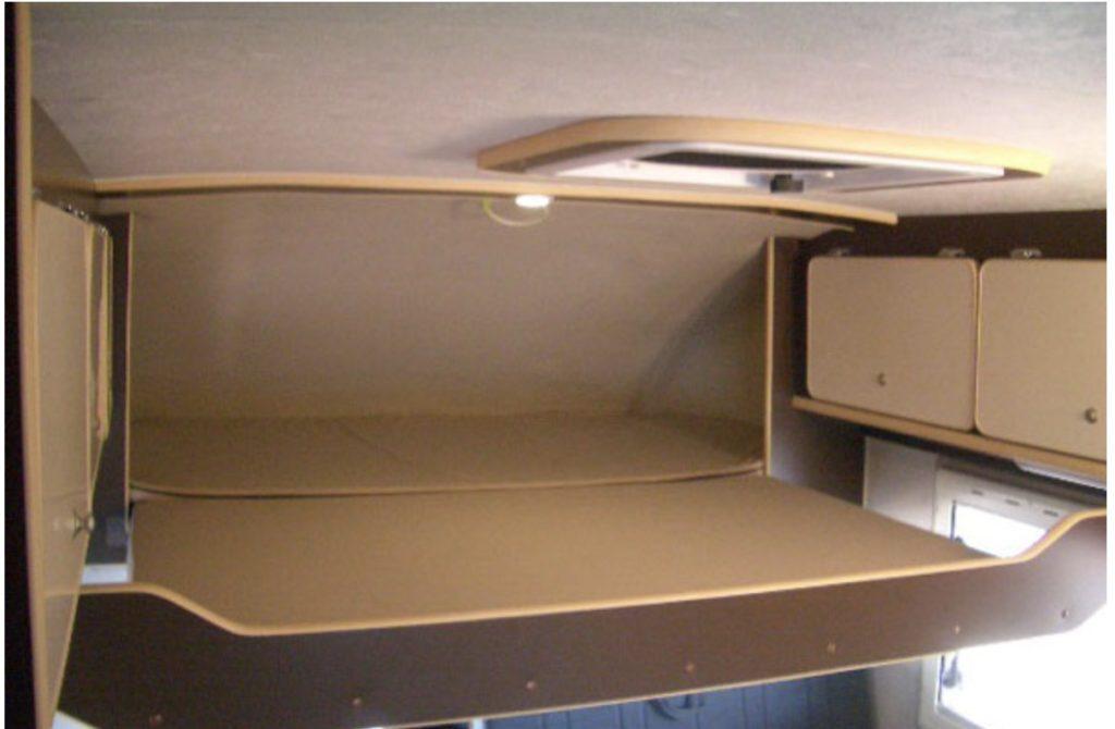 セキソーボディ社のトム23のバンクベッド